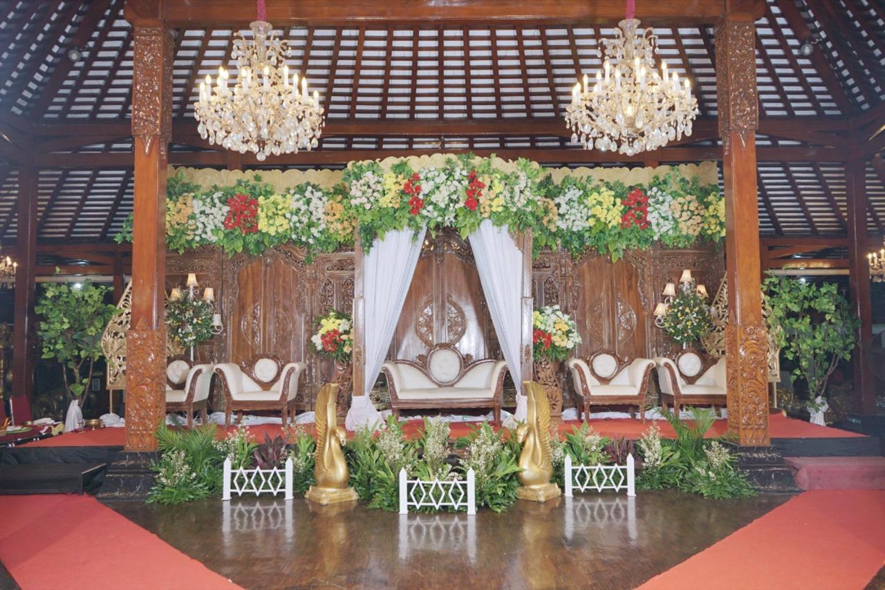 tiga_dara_*Paket Pernikahan Tanpa Gedung_PAKET PERNIKAHAN ADAT JAWA GEDUNG 500 TAMU DI BANDUNG